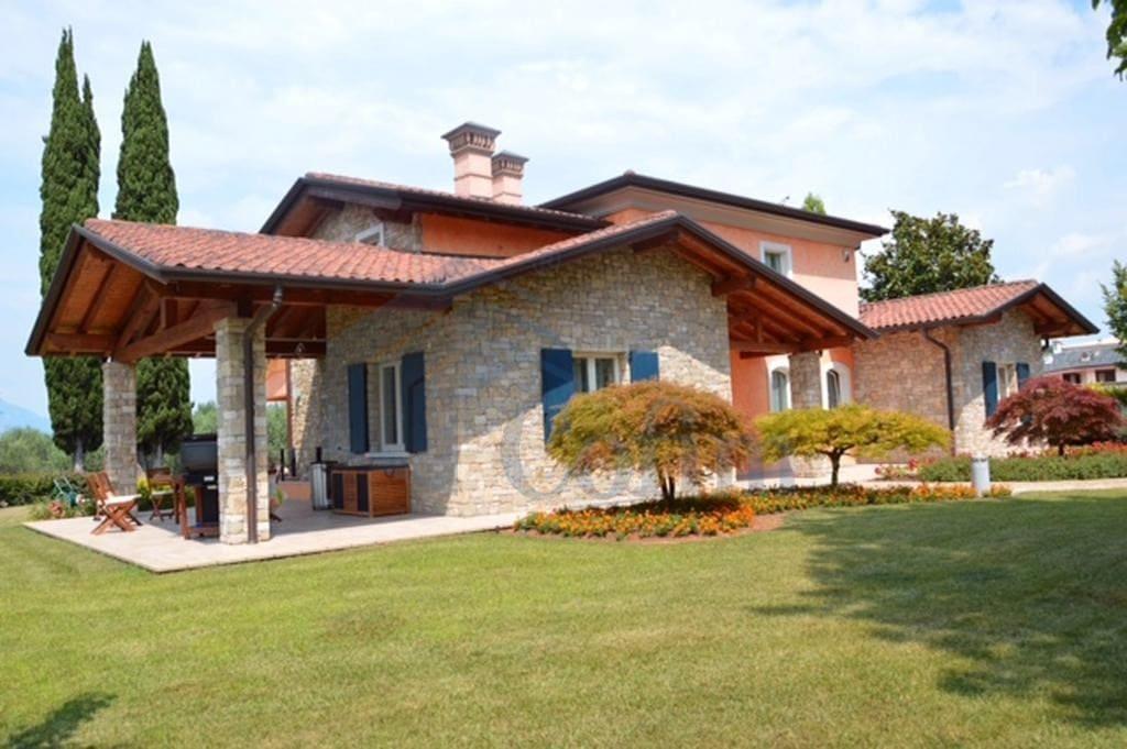 facciata villa in vendita manerba del garda