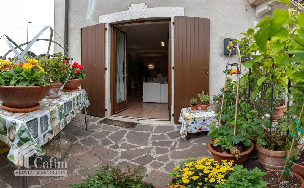 Appartamento vendita Calmasino - entrata