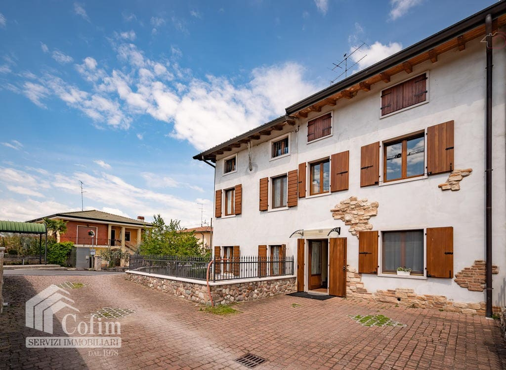 Casa indipendente in vendita a Peschiera- Facciata