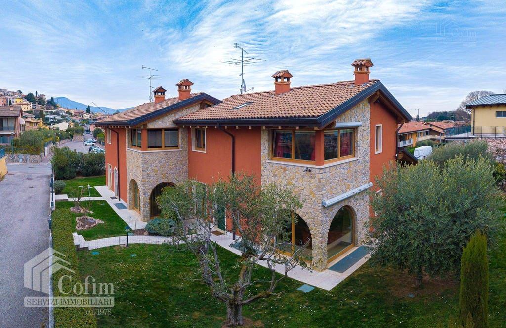 Villa in vendita a Cavaion -esterno