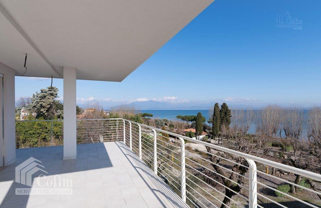 Appartamento di lusso vista lago, solarium esclusivo e piscina  Sirmione