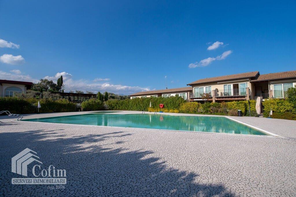 Appartamento monolocale con terrazzo, piscina e posto auto coperto  Moniga del Garda