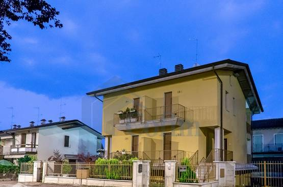 Terraced House with elevatore close to all amenitiesSirmione