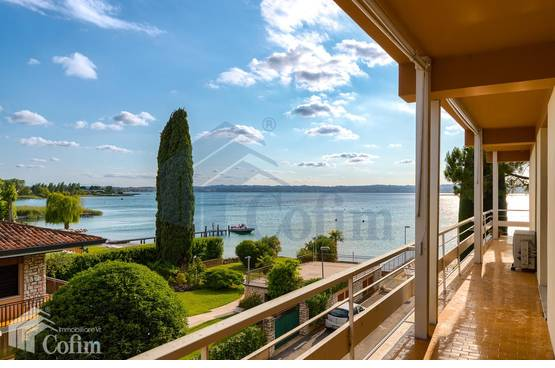Two-rooms Apartment with wonderful lake view terraceSirmione