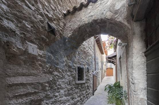 Detached House in lake GardaGargnano