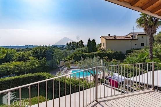 Appartamento trilocale con romantico balcone vista lago Barcuzzi (Lonato del Garda)