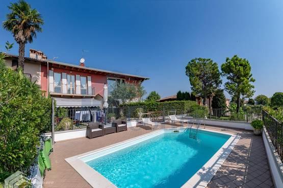 Appartamento trilocale con piscina e vista lago Barcuzzi (Lonato del Garda)