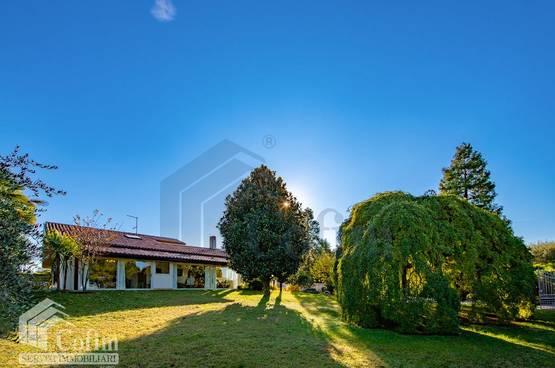 Villa with pool and 2600 sqm private garden Lake Garda in Lazise