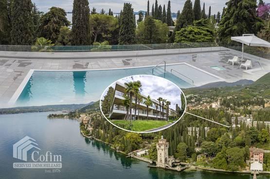 Appartamento trilocale con terrazzo e piscina 100 mt dal lago Gardone Riviera