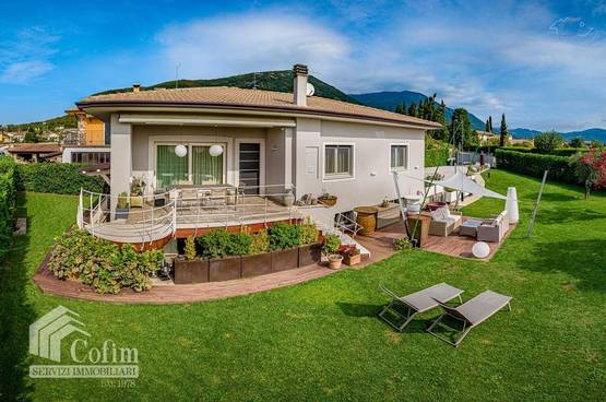 Villa with panoramic view, 5 minutes from Garda Lake in Caprino Veronese