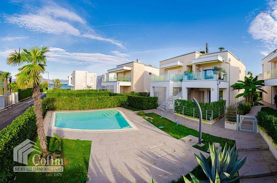 Semi-detached house with pool and private garden  Colombare Di Sirmione (Sirmione)