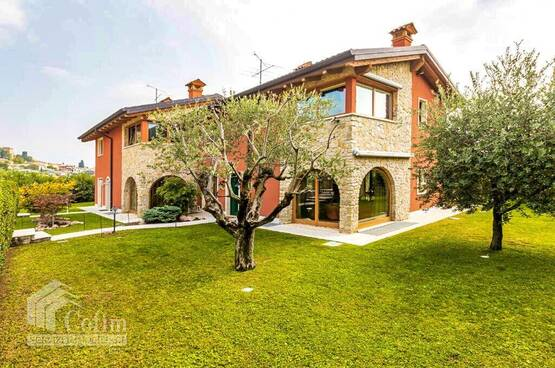 Villa bifamigliare Cavaion Veronese MD0068