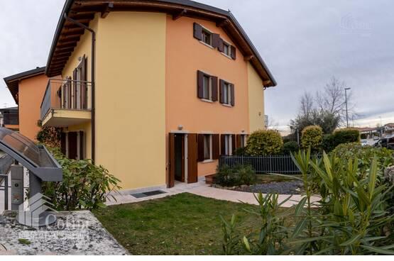 Villa a schiera di recente costruzione con giardino e triplo garage Castelnuovo del Garda